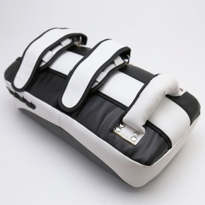 677K Curved Kick Pad (pair), Black & White